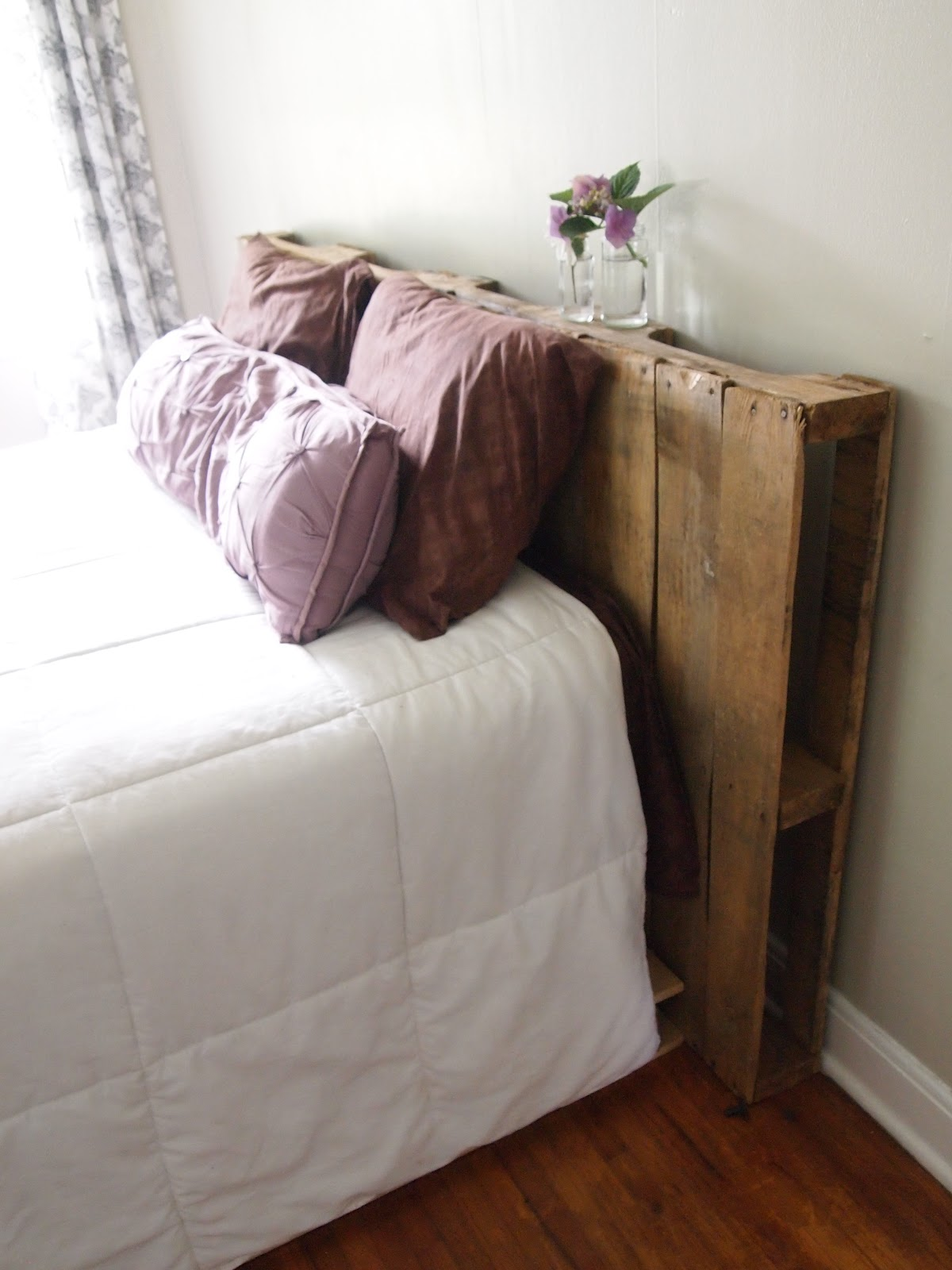 Easy diy pallet headboard live simple natural for Simple headboards