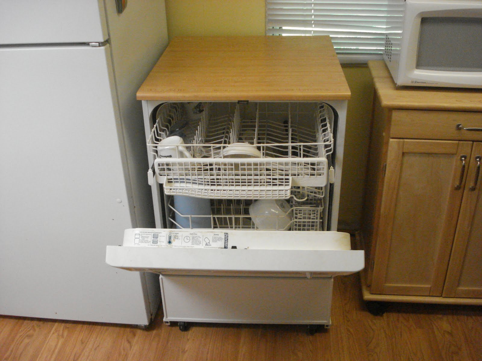 *SOLD* Portable Dishwasher On Wheels....$75.00