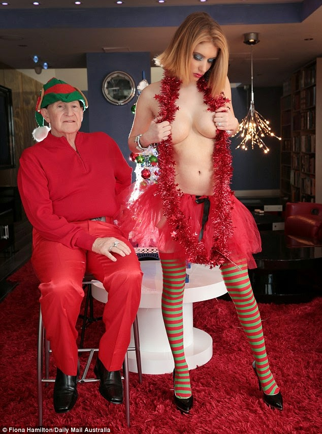 غابي غريكو في صور مثيرة لعيد الميلاد مع خطيبها رجل الأعمال جيفري اديلستين