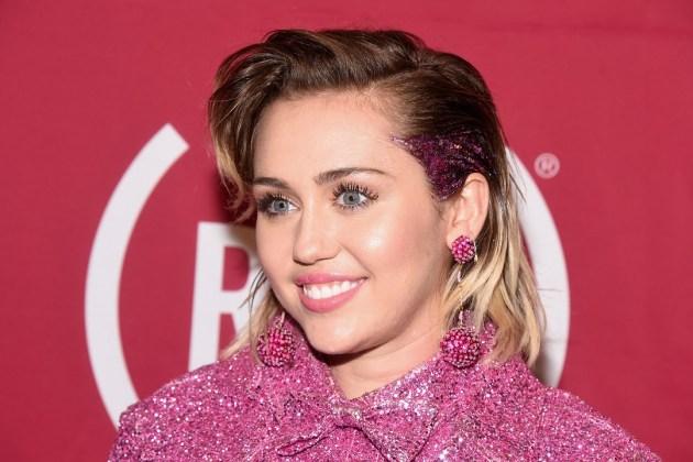 """Miley Cyrus realiza breve cover de la canción """"Video Games"""" de Lana Del Rey (VIDEO)"""