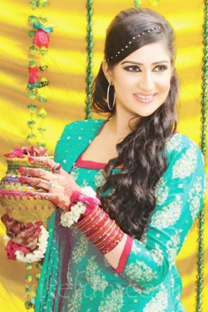 Mehndi outfits women pakistani for Washroom styles in pakistan