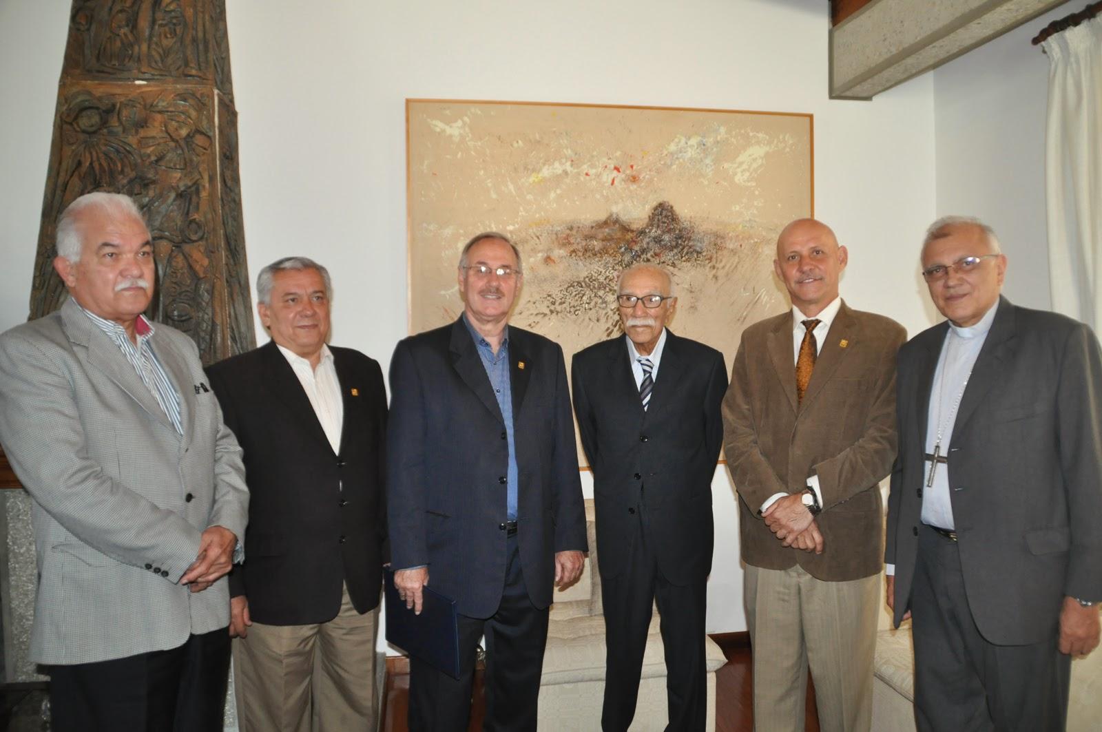 Autoridades rectorales, ex rectores de la ULA, Arzobispado merideño, entre otros, reconocieron trayectoria del homenajeado. (Foto: Ramón Pico)