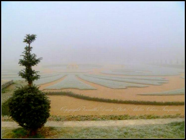 Fog Versailles palace