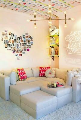 Recantos para namorar - sofá com fotografia na parede