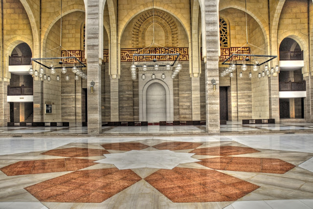 Al Fateh Grand Mosque, Bahrain - Experiments with HDR