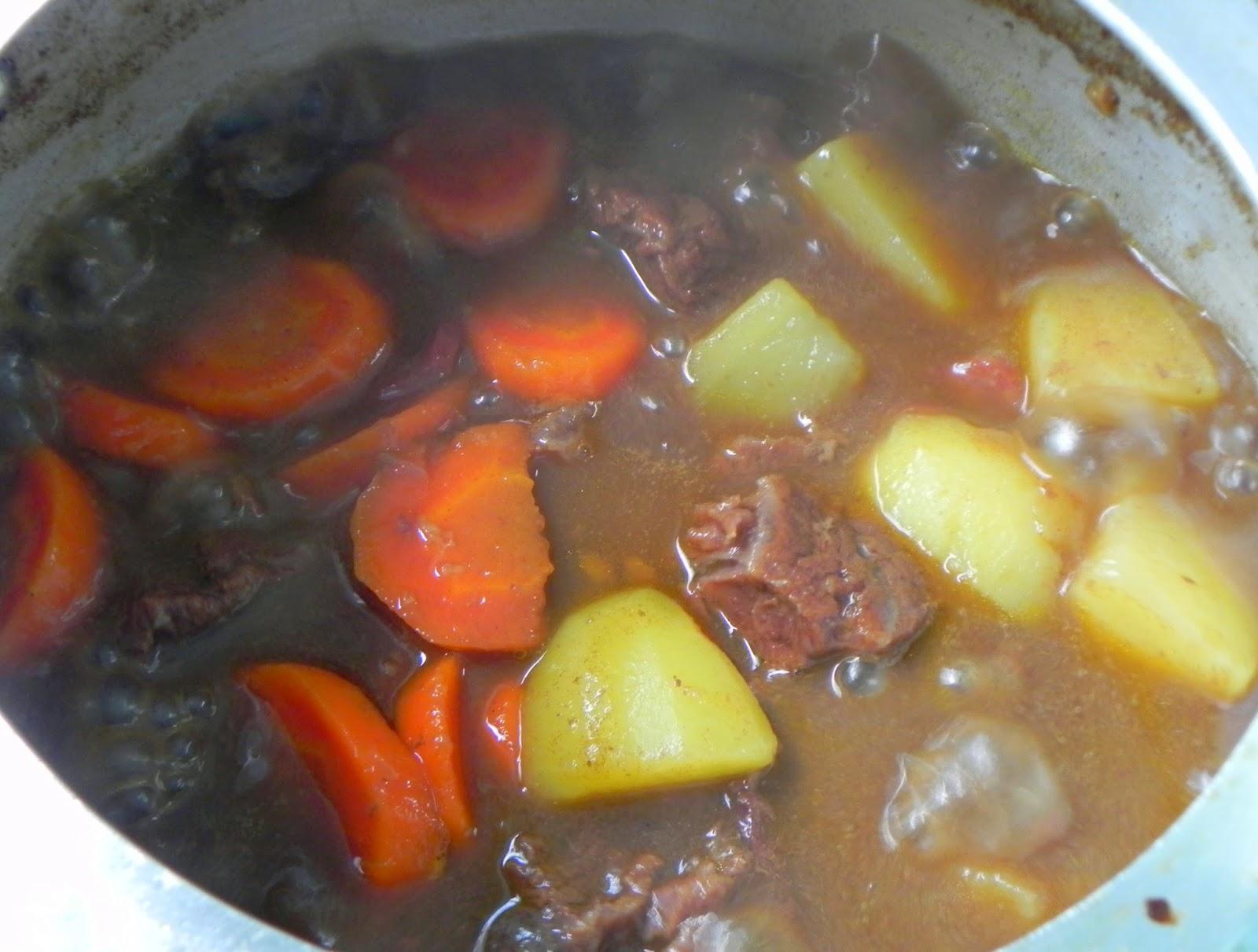 carne picadinha com legumes