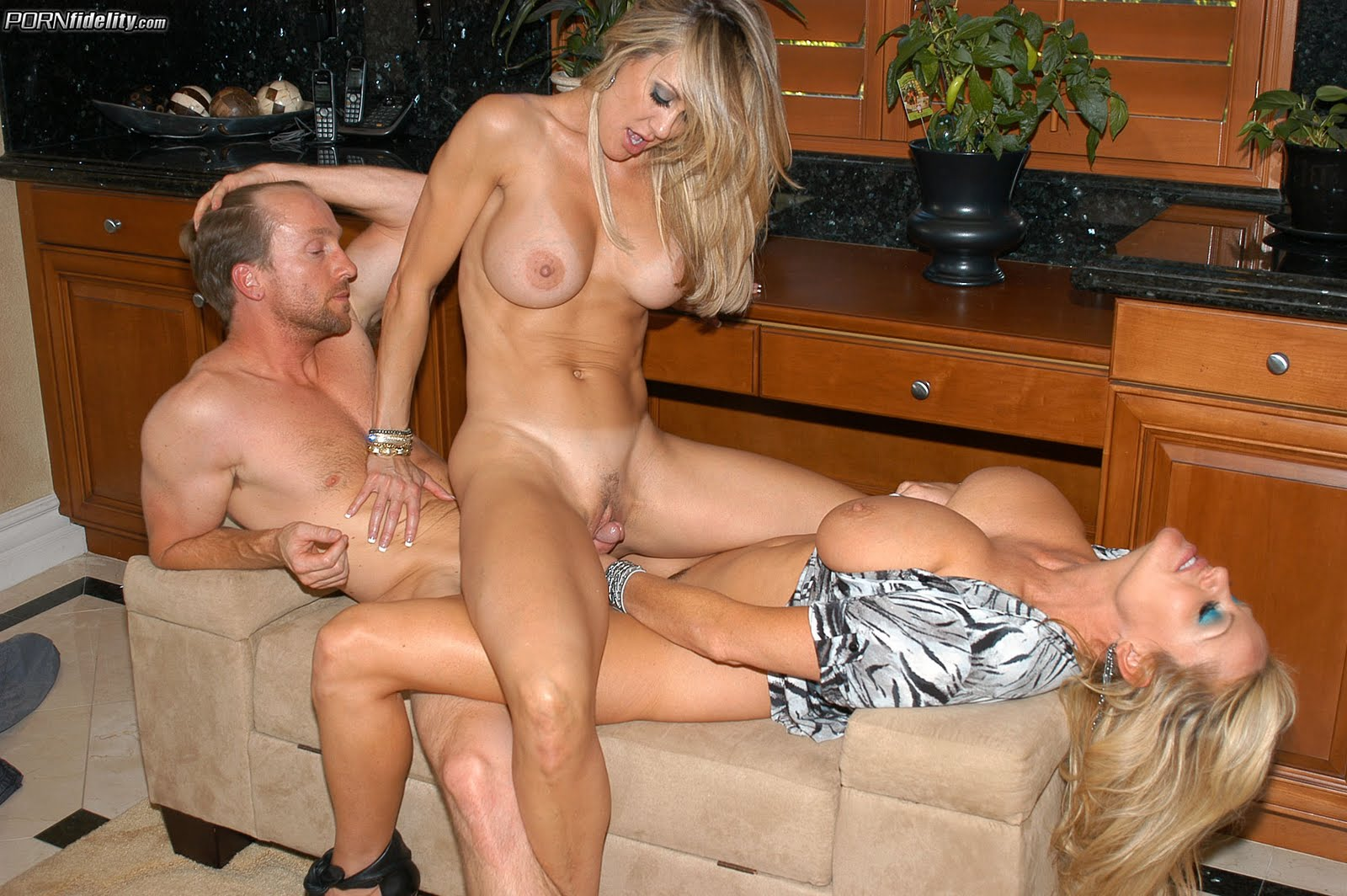 Смотреть эротические порно ролики онлайн 17 фотография