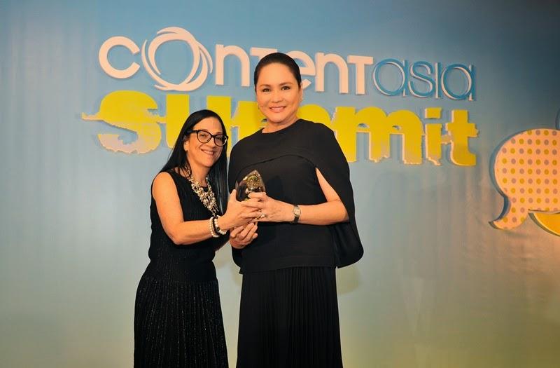 Charo Santos-Concio receives Asian Media Woman of the Year award from ContentAsia editorial director Janine Stein