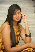 Actress Shalini latest glam pics-thumbnail-16