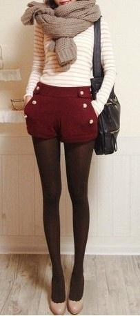 Simple fall outfits leggings, short and sweater