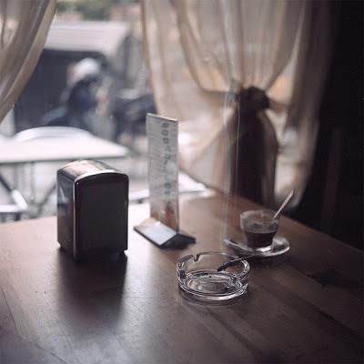 Foto bar cafè y cigarro