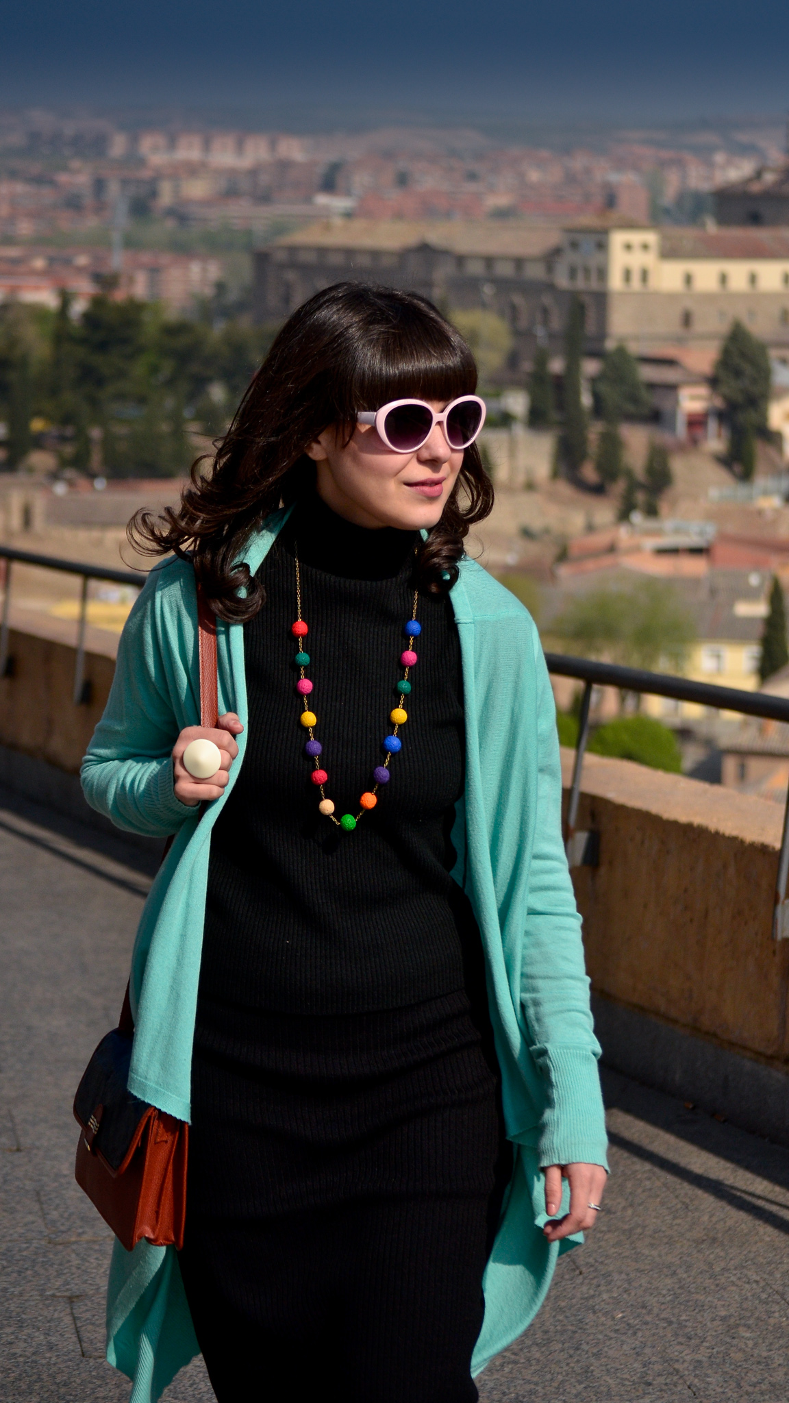 Toledo Spain tourist outfit colourful colours handmade necklace minty sneakers minty oversized cardigan thrifted bag satchel pink sunglasses amazing landscapes sceneries Alcazar view
