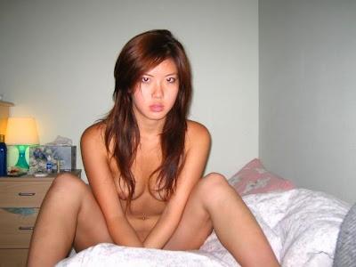 Gambar Bugil Cewek yang hobi berpose di ranjang