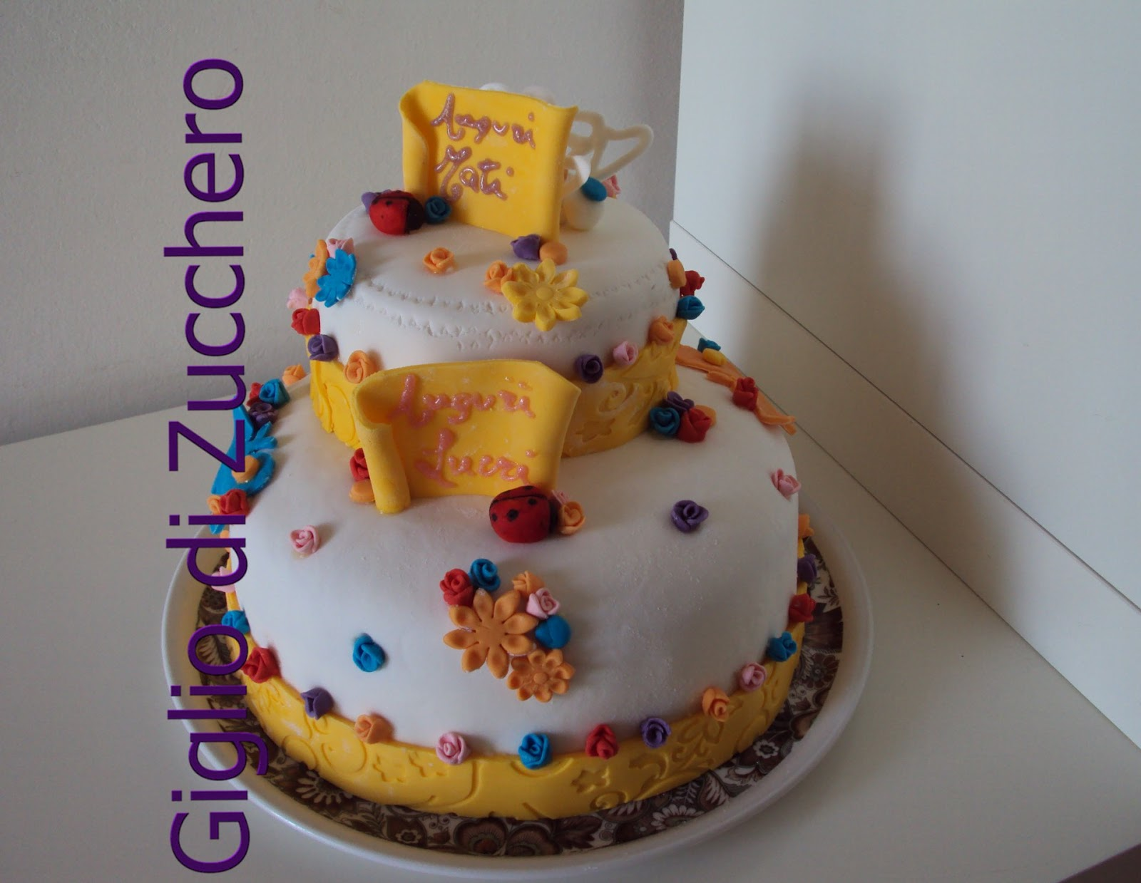 Giglio di zucchero torta a due piani for Piani a due piani
