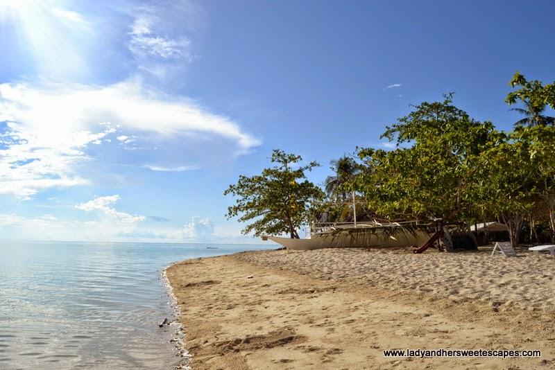 stunning shores of Pandan Island in Palawan