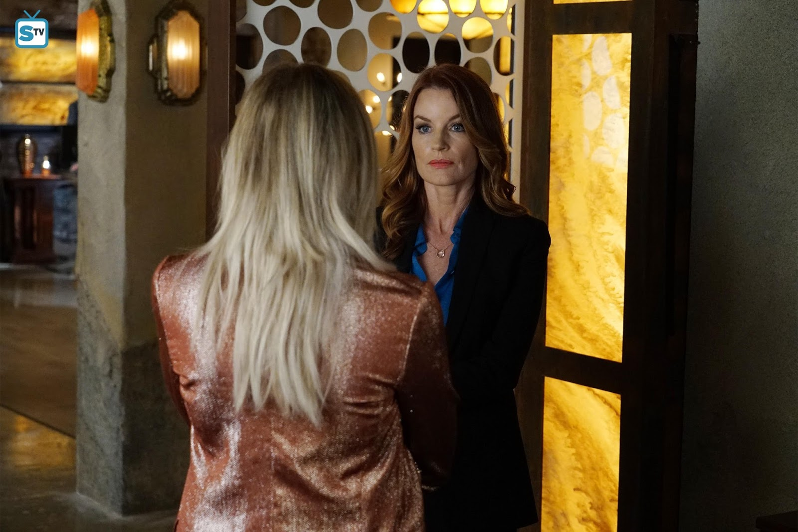 Pretty little liars quot recap 6 01 escape from the dollhouse page 7 - Pretty Little Liars The Gloves Are On Review There S A New A In Town