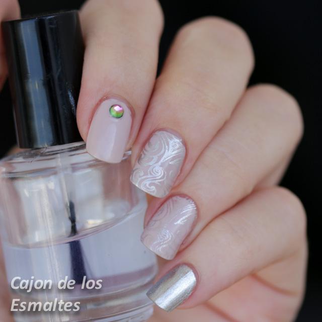 Decorado de uñas elegantes - Estampado rosa y plata