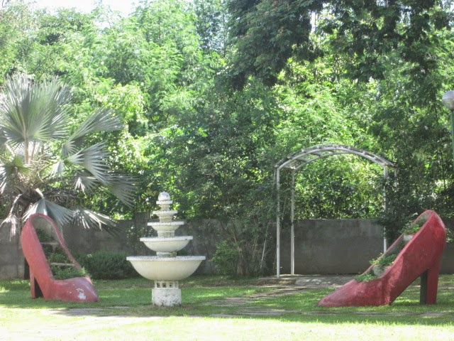 outdoor Display of Giant shoes adjacent to Marikina Shoes Museum