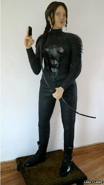 jennifer lawrence katniss everdeen life sized cake