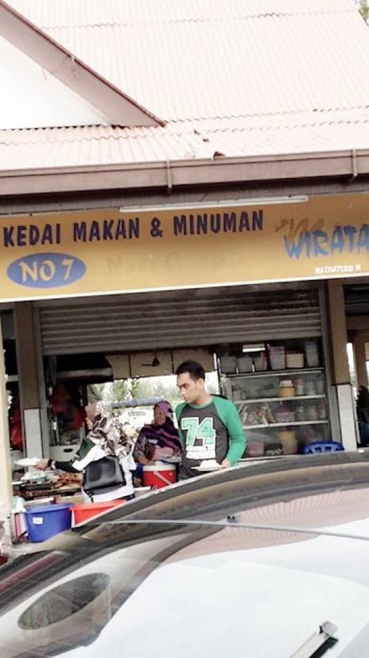 Kedai Makan Celaka, Pemilik Bermulut Puaka