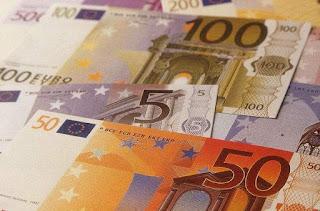 Las grandes empresas siguen robando salarios en verano