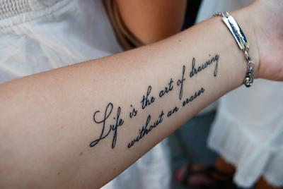 Tatuagens no Braço Femininas Escritas