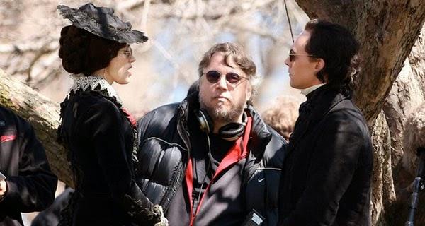 Jessica Chastain, Tom Hiddleston y Guillermo del Toro rodaje de Crimson Peak