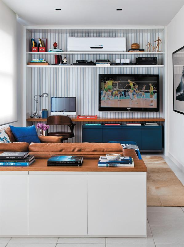 Sala Tv Home Office ~ parede da direita que da espaço para a circulação recebeu um
