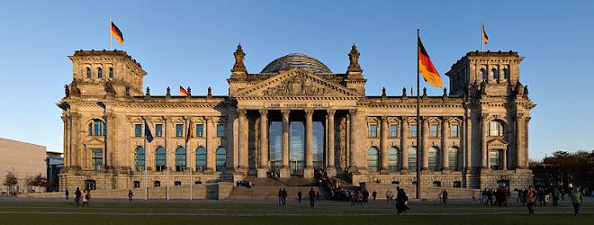 O Reichstag, em Berlim, é o local onde se reúne o parlamento alemão.