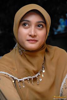 Foto Dan Biodata Cewek Cantik Berjilbab Meyda Safira