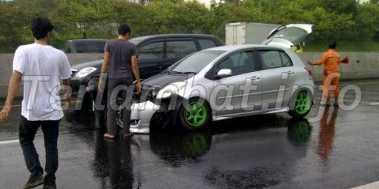 Tabrakan Maut BMW dan LUXIO Tol Jagorawi Cililitan 1 Januari 2013