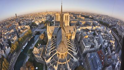 http://www.pelerin.com/Un-patrimoine-pour-demain/Reserve-aux-inscrits/Vu-du-ciel-une-collection-de-diaporamas-inedits/Les-cathedrales-vues-du-ciel/Notre-Dame-de-Paris-vue-du-ciel