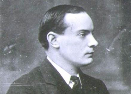 Pádraic Mac Piarais (naisc)