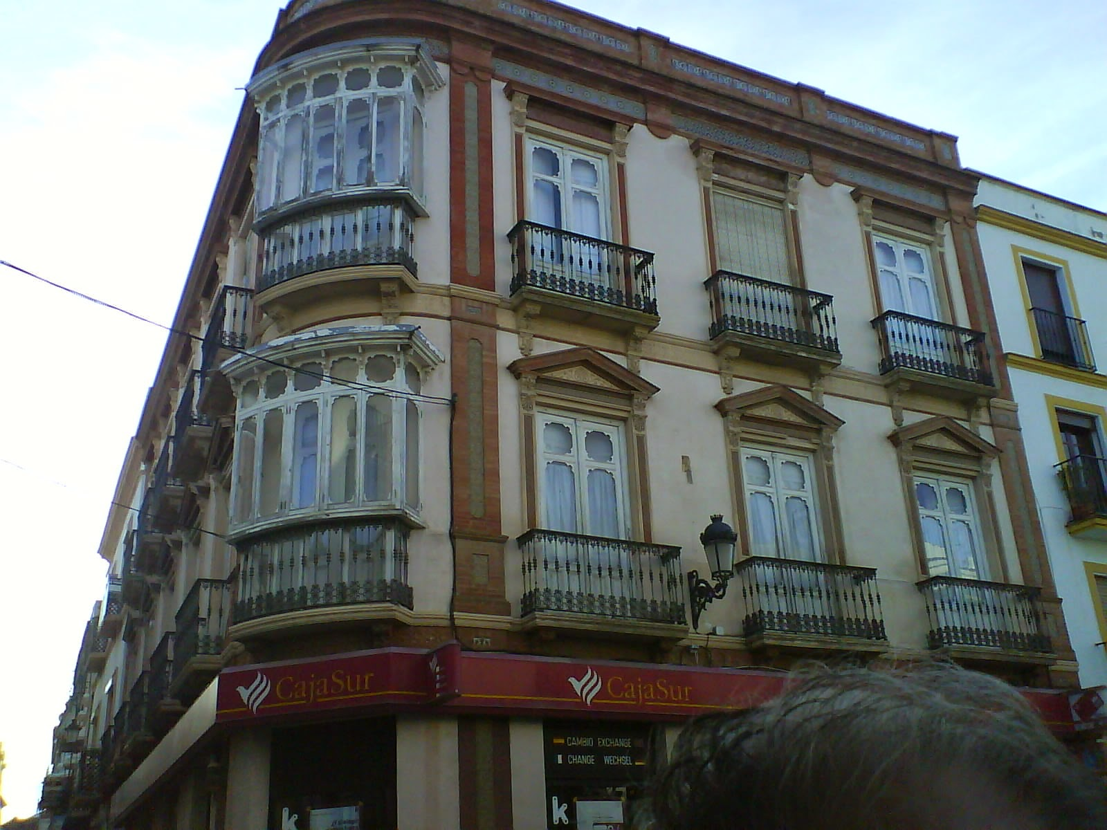 Paseo por la ronda modernista for Oficinas caja sur