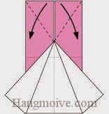 Bước 4: Gấp chéo hai cạnh giấy lớp trên cùng ra ngoài.