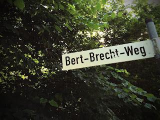 Bert-Brecht-Weg in Utting am Ammersee