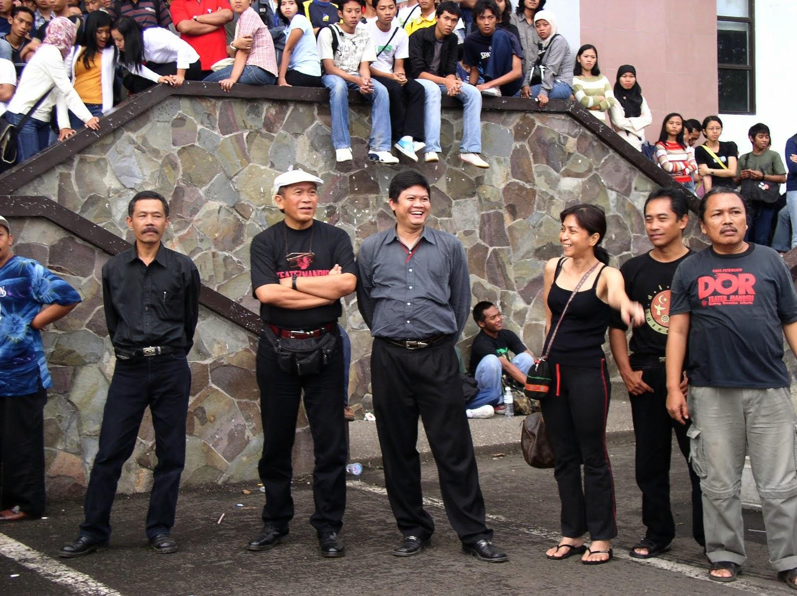 Bersama Putu Wijaya di kampus Unpas Setiabudi.