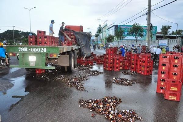Sự đối lập giữa Đồng Nai và Đà Nẵng trong tai nạn đổ bia giữa đường