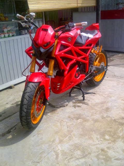 Yamaha Vixion Street Fighter Bergaya Moge Ducati