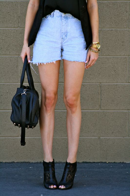 Personal Style Blogger- Denim Cutoffs- DIY Denim Shorts- Elizabeth & James Fairfax Sunglasses- Elizabeth and James ankle boots- Fashion-Style-Blogger-Golden Divine-Ashley Murphy