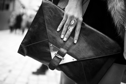 fashion,fashion blog,black and white,clutch bag,clutch,monochrome,photography,because fashion has no limits,@limitlessfashion.blogspot.com
