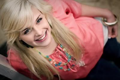 Hal Hal Yang Membuat Wanita Tersenyum [ www.BlogApaAja.com ]