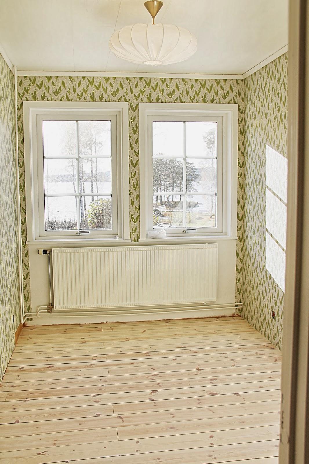 A House With A View: SANDBERG TAPET LILJEKONVALJ & TAKLAMPA TILL ...