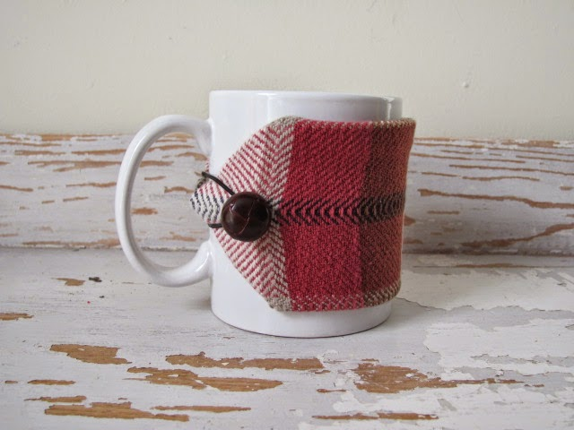 https://www.etsy.com/fr/listing/175091757/red-plaid-coffee-mug-cozy-java-jacket?ref=sr_gallery_13&ga_search_query=plaid+mug&ga_order=most_relevant&ga_search_type=all&ga_view_type=gallery