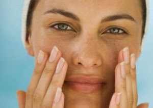 Tips mengatasi wajah kusam berjerawat