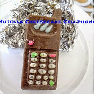 Nutella Cheesecake Cellphone ~ Step-by-Step directions to make a Nutella and Cheesecake filled Chocolate Cellphone #SweetTreats #EdibleGifts