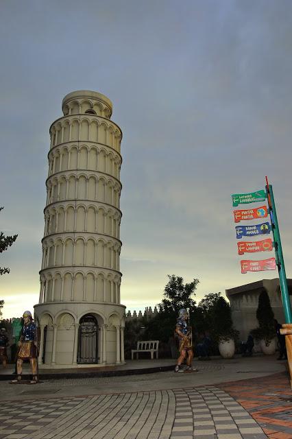 Replika Menara Pisa