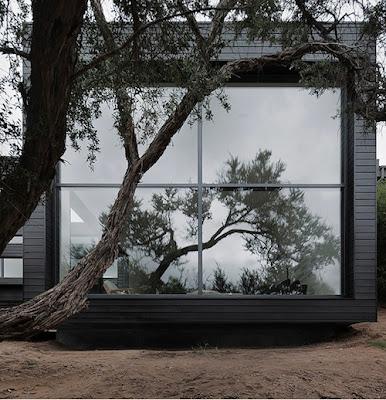 casa con fachada negra