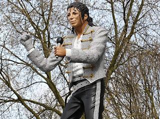 michael jackson, fulham, mohamed al fayed, statue, real, craven cottage, life-size, dumb, soccer