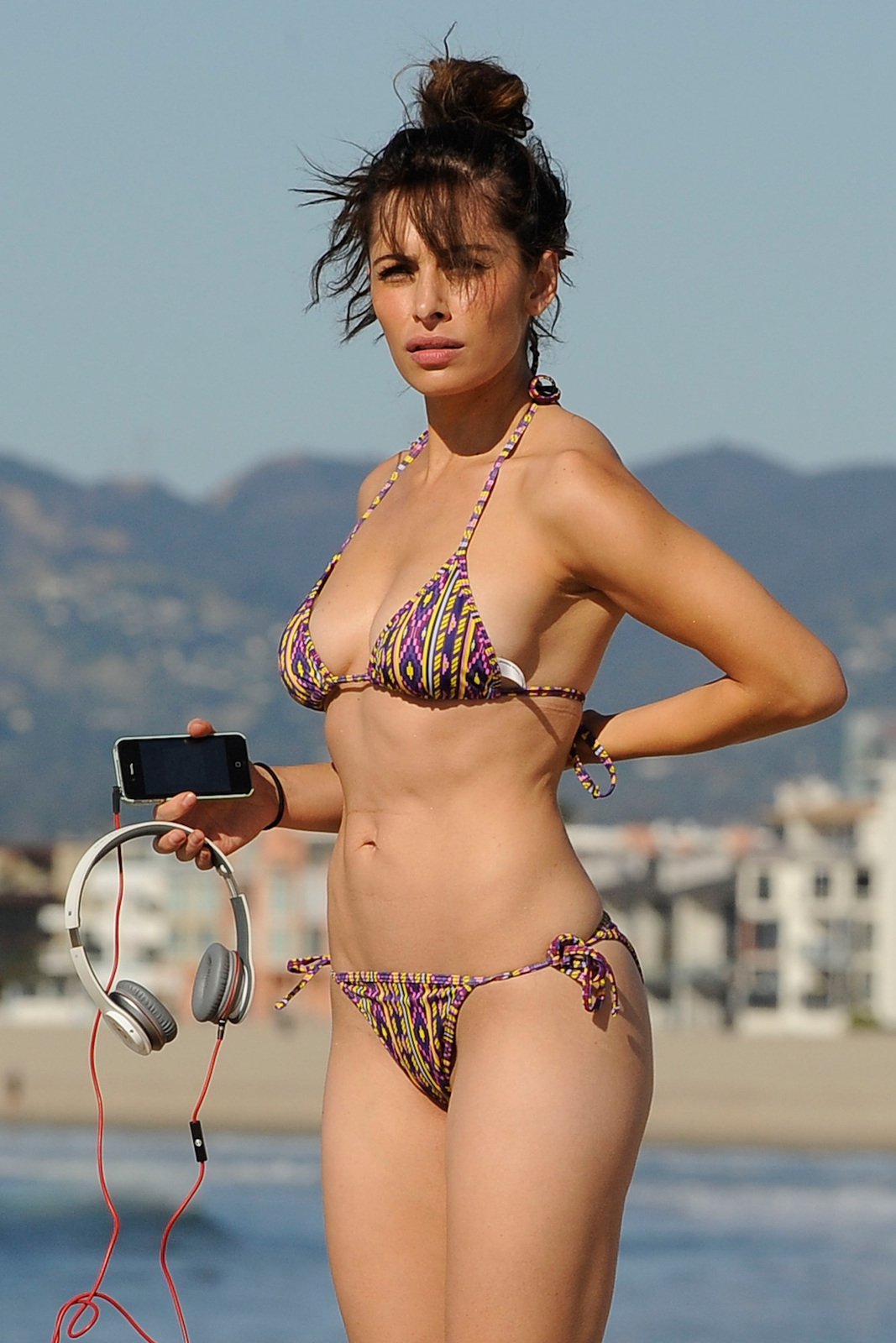 sarah shahi bikini picture on hottest pics for u